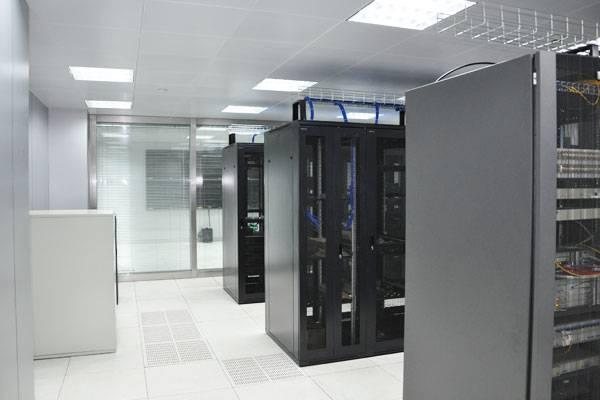 网络数据中心机房上下走线的优劣解析