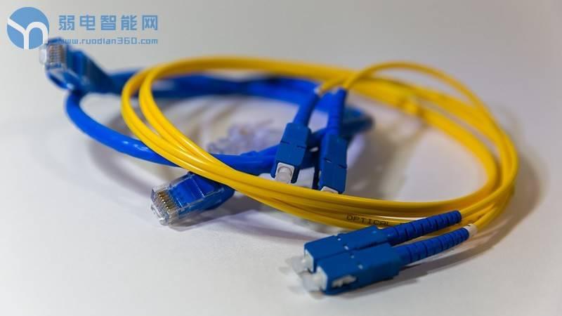 光纤网络中的一分二分光器如何使用,分光器光衰多少?