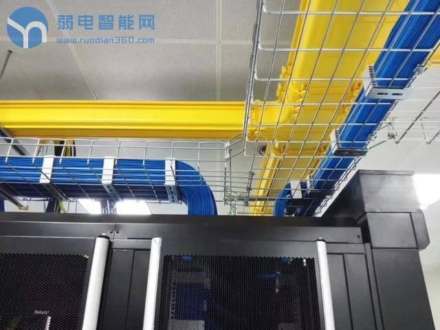 弱电机房中常用的网格桥架跟地下室使用的的喷塑桥架、镀锌桥架有什么区别?